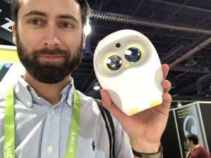 CES : Julien Durandet et un objet connecté en forme d'oiseau !
