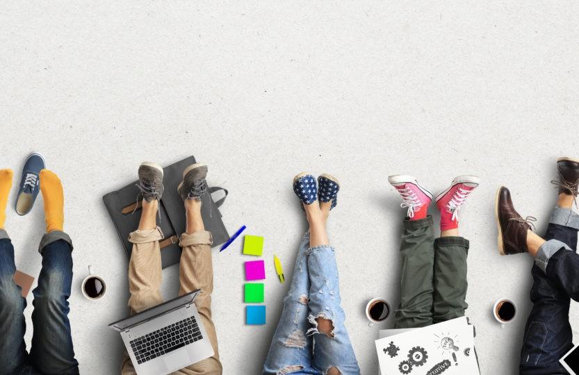 Travailleurs indépendants à l'ouvrage dans un coworking