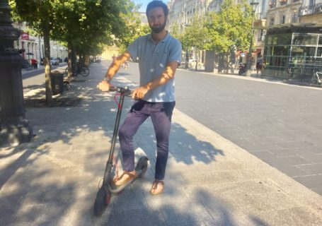 Julien Durandet de Web Theorie et sa trottinette Xiaomi 365 à Bordeaux